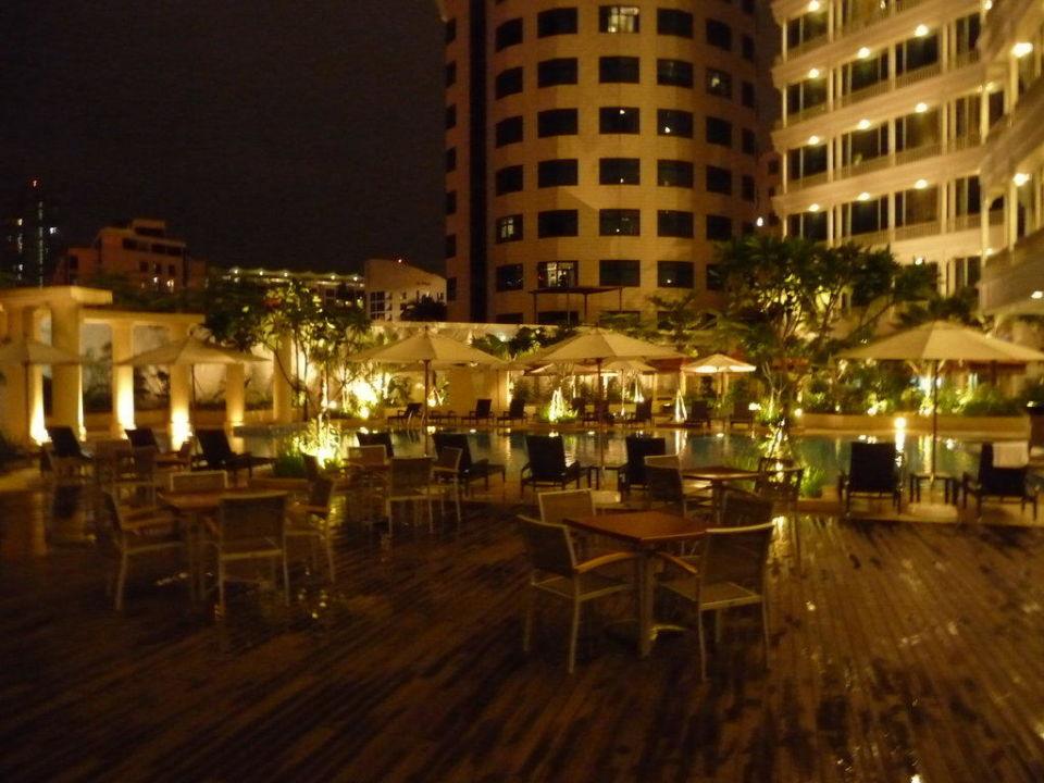 Pool bei Nacht Park Hotel Clarke Quay