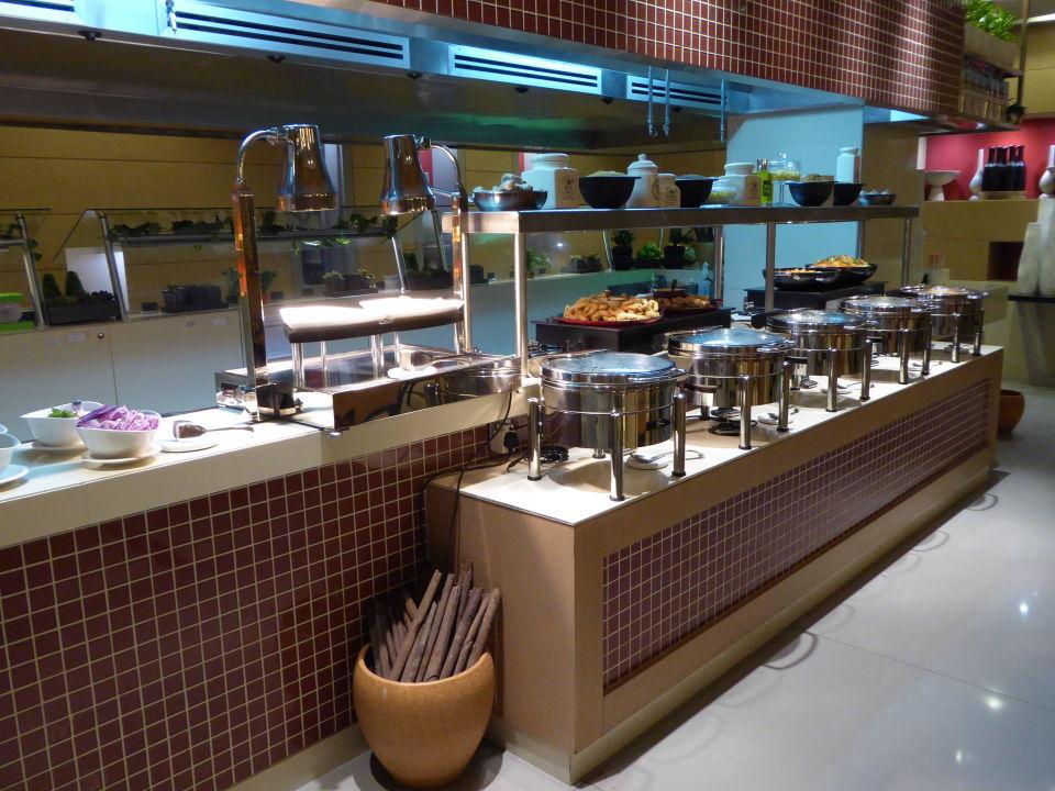 Buffet Hotel Hili Rayhaan by Rotana