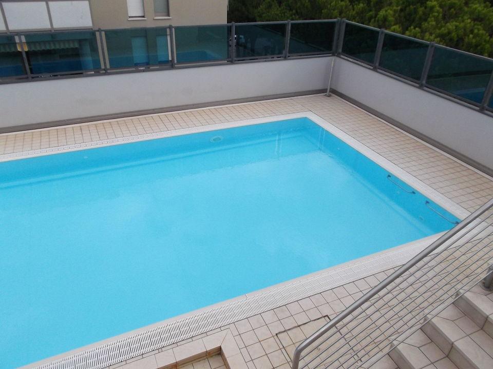 pool auf dem dach hotel aparthotel olimpia bibione holidaycheck venetien italien. Black Bedroom Furniture Sets. Home Design Ideas