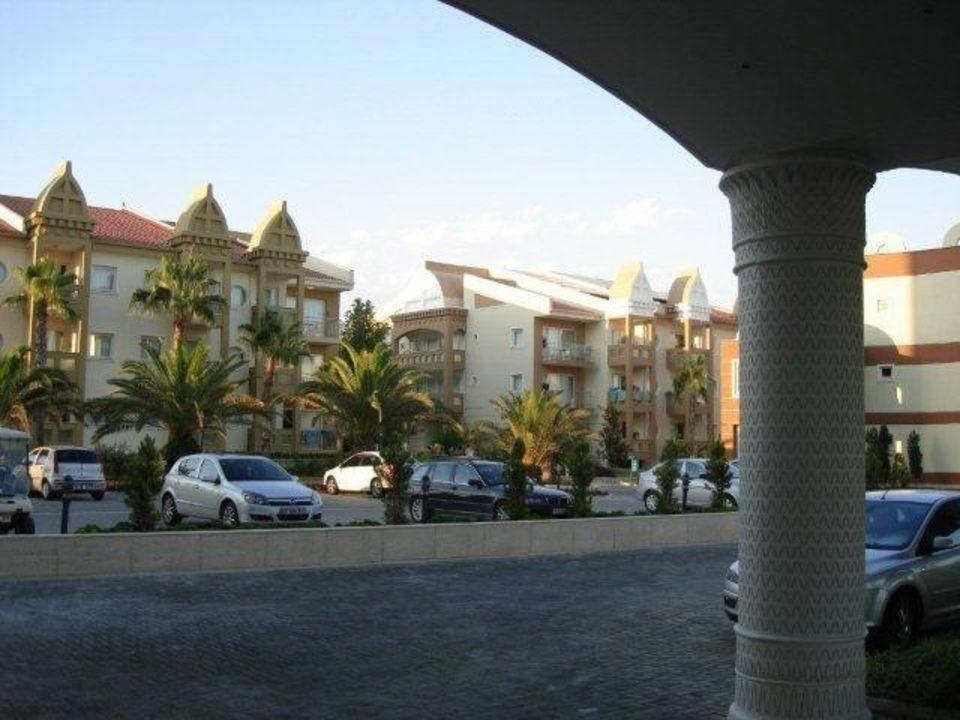 Blick auf das Holiday Village vom Fulya Eingang Kamelya Collection Hotel Fulya