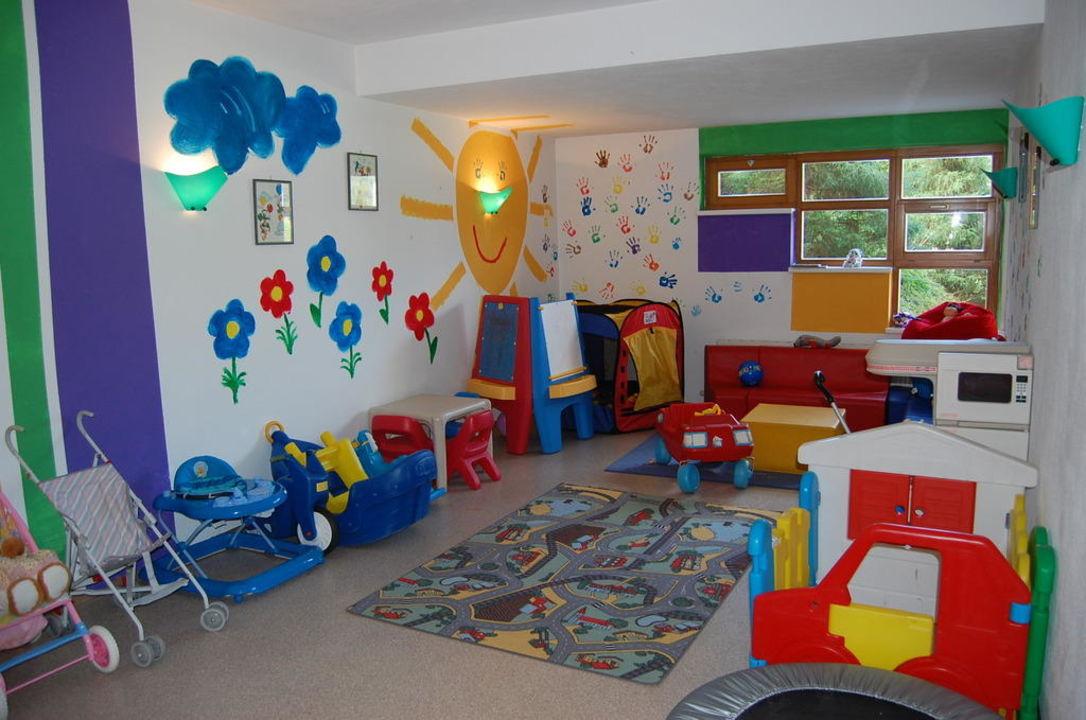 Kinderspielraum durch Kinder neu gestaltet! Hotel Schönblick - Schneider