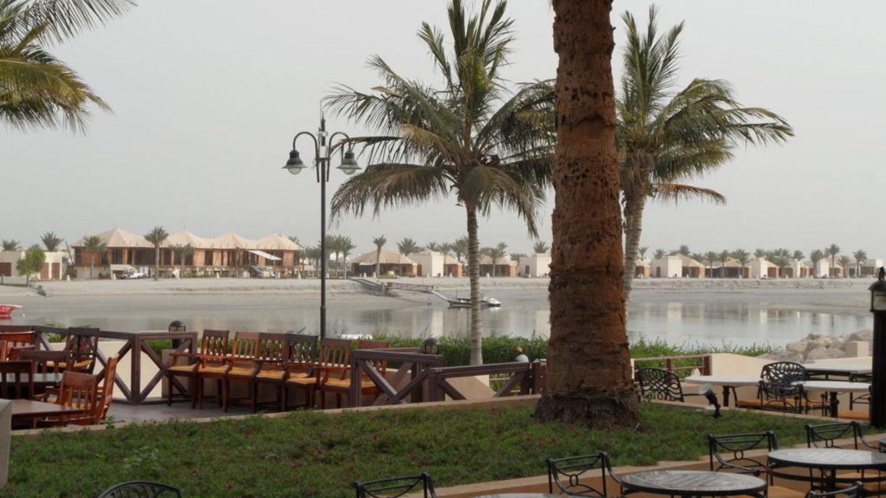 Blick in die Lagune Al Hamra Fort Hotel & Beach Resort  (existiert nicht mehr)