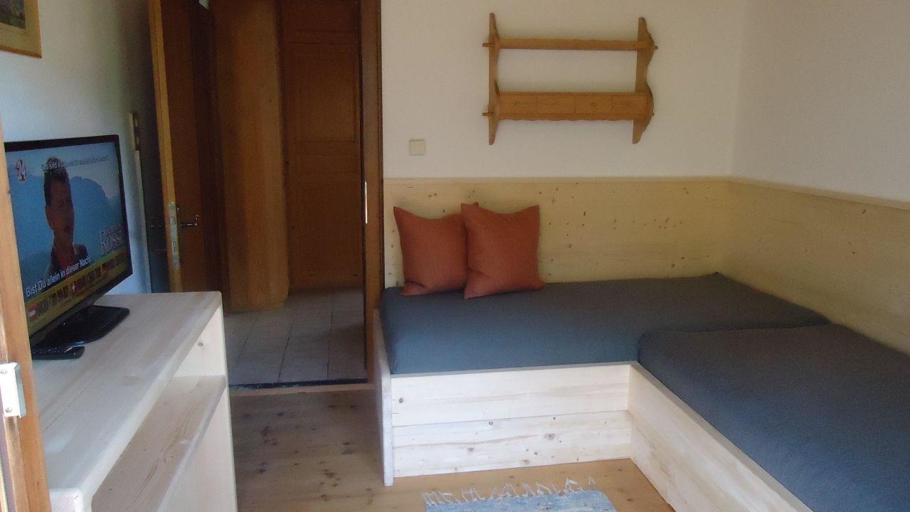 eck bett bank in der stube im zirbenh usl bauernhaus zirbenh usl korum in f genberg. Black Bedroom Furniture Sets. Home Design Ideas