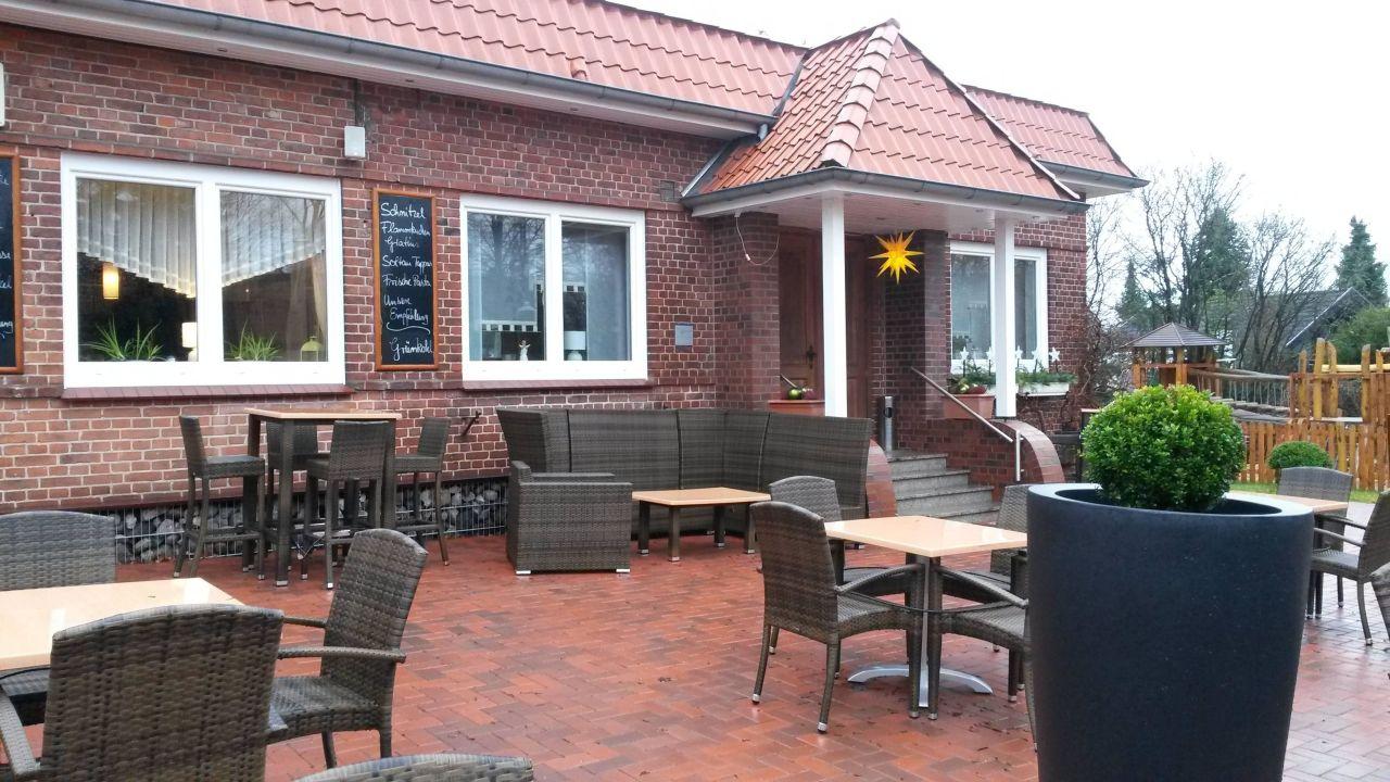 Restauranteingang und Terrasse\