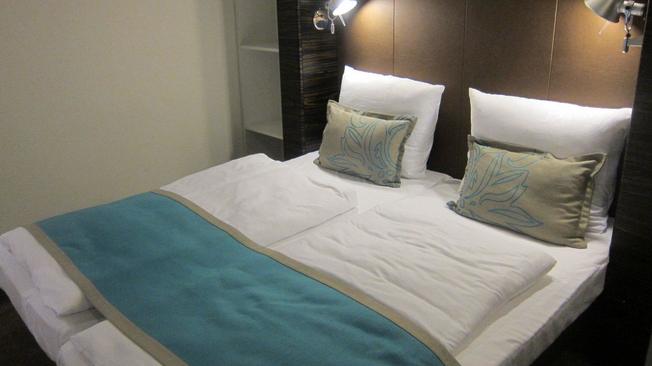 doppelbett motel one hamburg am michel hamburg. Black Bedroom Furniture Sets. Home Design Ideas