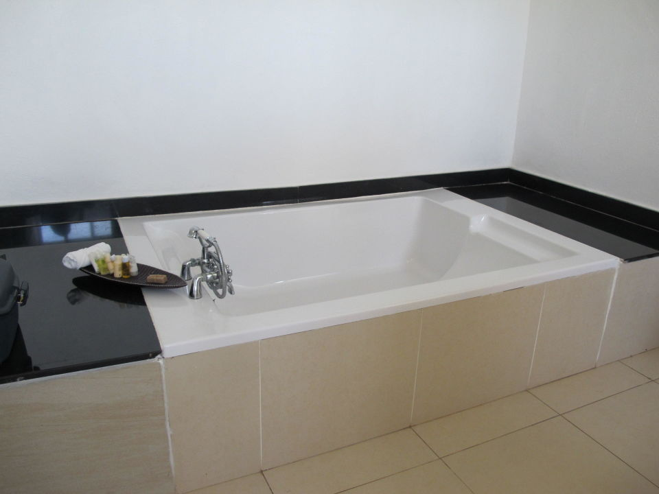doppel badewanne energiemakeovernop. Black Bedroom Furniture Sets. Home Design Ideas