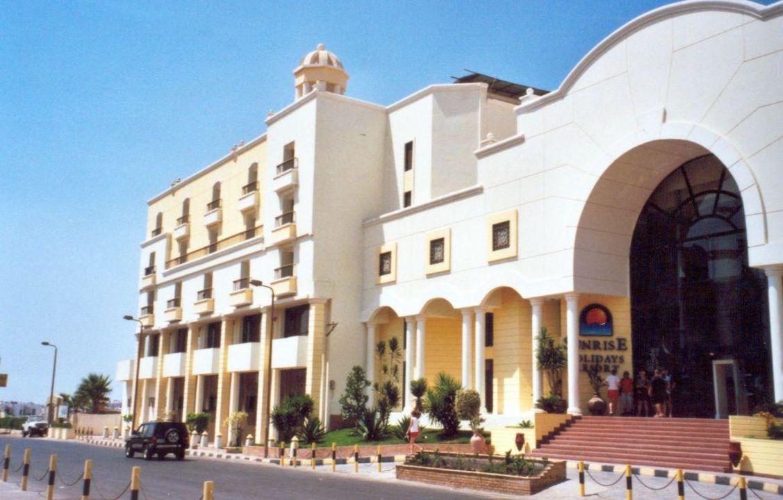 Hoteleingang SUNRISE Holidays Resort