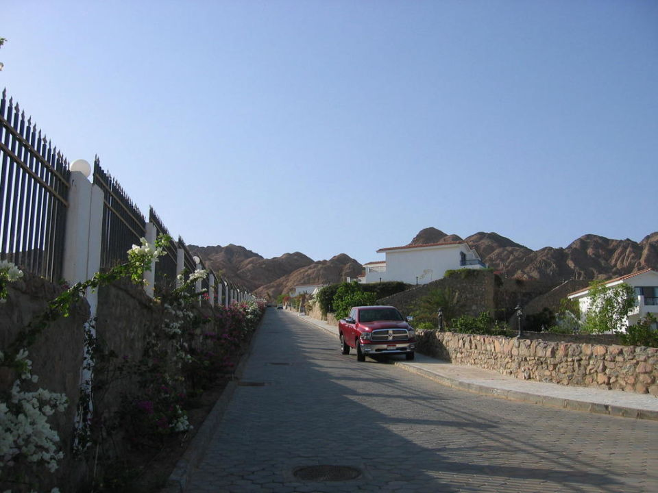 Weg außen nach oben oder zum Strand Ecotel Dahab Bay View Resort