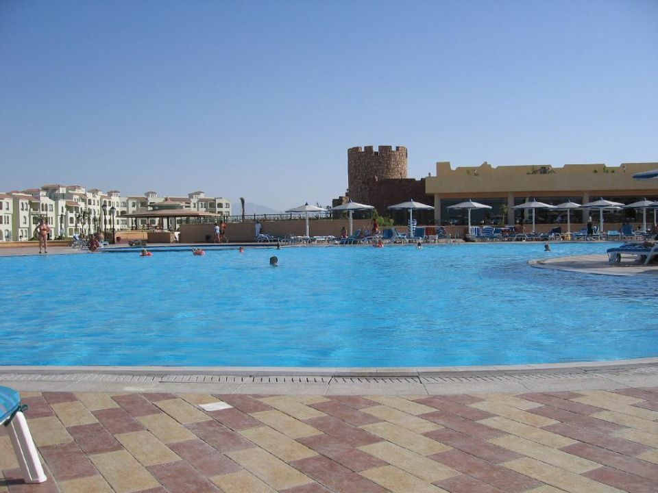 Blick auf das Castello Restaurant Dana Beach Resort