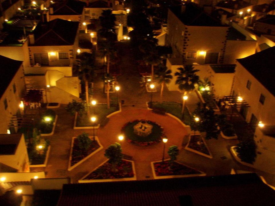 Blick in der Nacht auf die schöne Anlage TUI KIDS CLUB Isabel