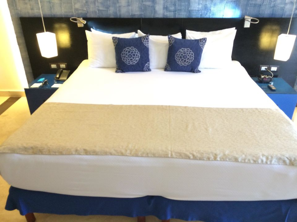 kingsize bett hotel h10 ocean maya royale in playa del. Black Bedroom Furniture Sets. Home Design Ideas