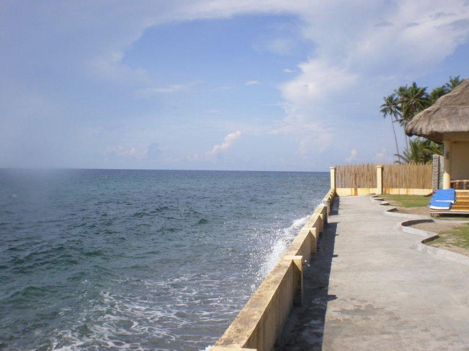 Hotel-Strand bei Flut Hotel Thalatta Beach Resort in Zamboanguita