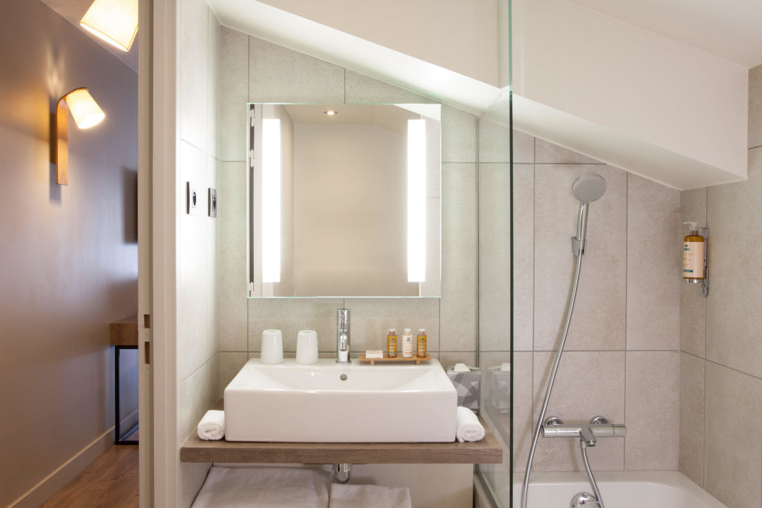 Chambre mansardée - salle de bain\