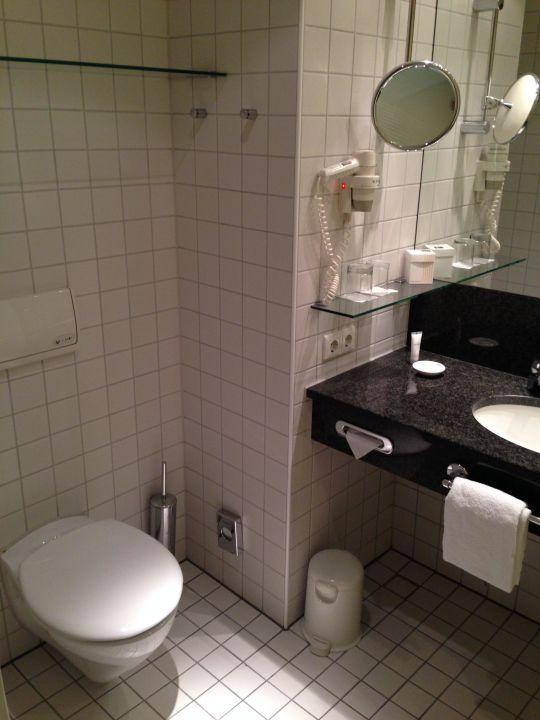 Bild badezimmer zu dorint sanssouci berlin potsdam in for Badezimmer berlin