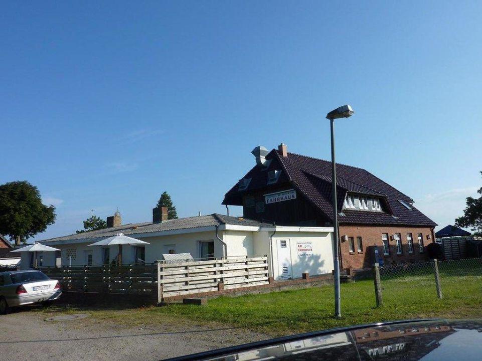 Rückansicht & Ferienwohnungen Fährhaus Fehmarnsund