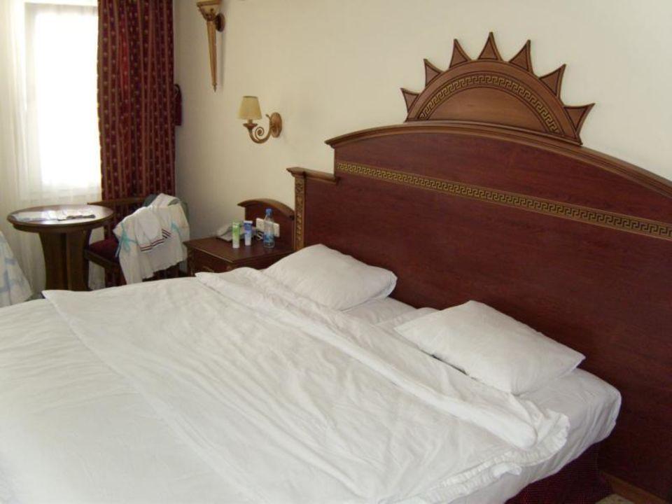 Das große, sehr bequeme, stabile Bett Hotel Grand Newport