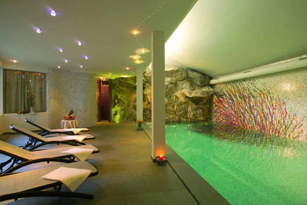 Piscina con cascata Hotel Antares