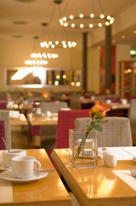 "Früstück im Restaurant ""Orangerie"" nestor Hotel Ludwigsburg"