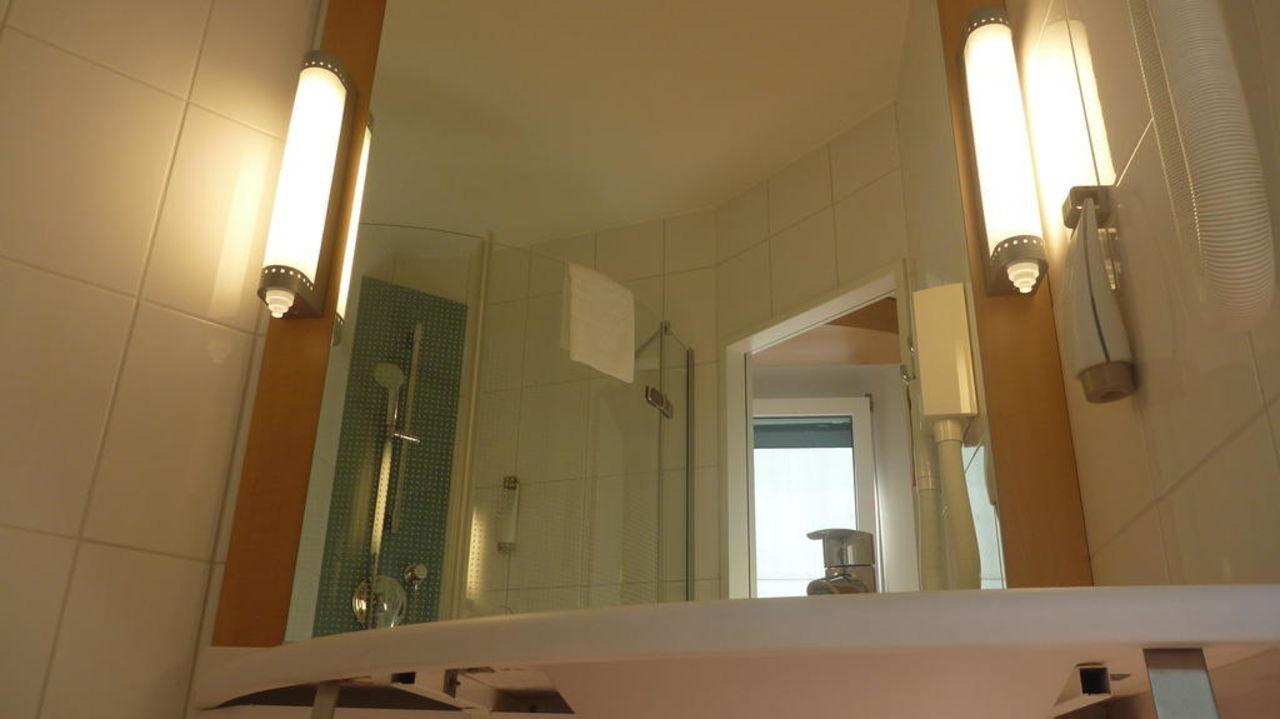Badezimmerspiegel Hotel Ibis Locarno Locarno Holidaycheck