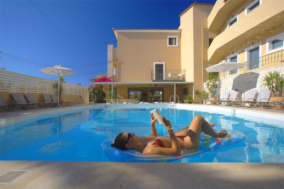 Relax in the pool Hotel La Stella