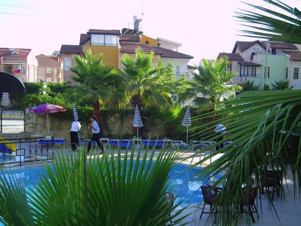 Poolanlage (Teilsicht) Semoris Hotel