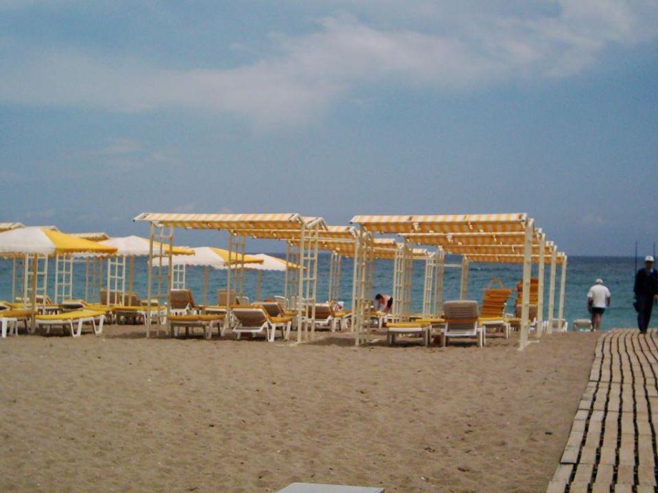Liegen am Strand Queen's Park Resort Göynük