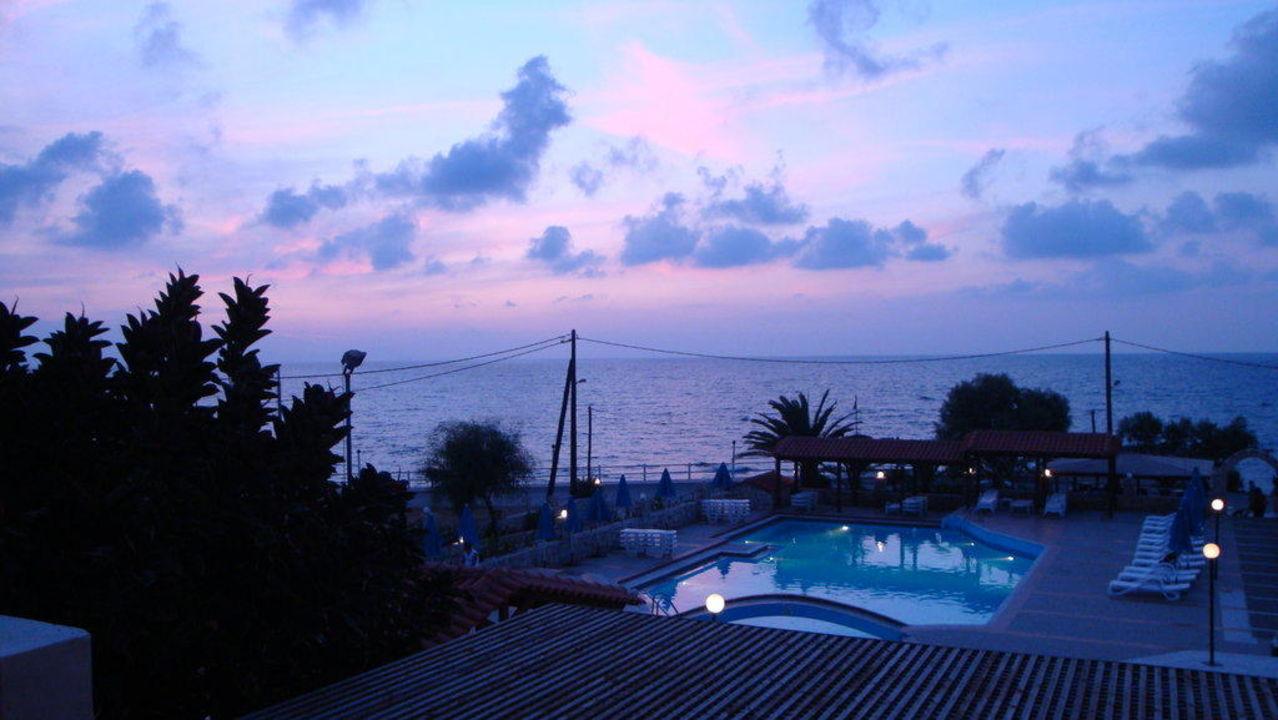 Abenddämmerung Hotel Begeti Bay