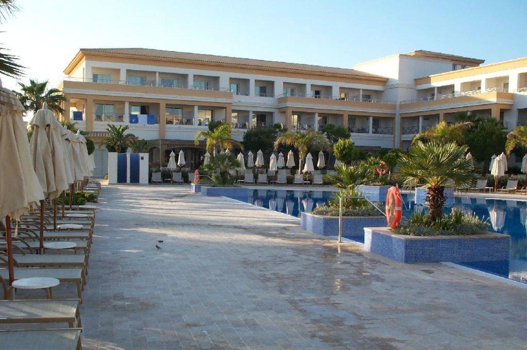 Zweiter Pool (Ruhepool), Teil des schönen Gebäudes und gemüt Hipotels Barrosa Garden
