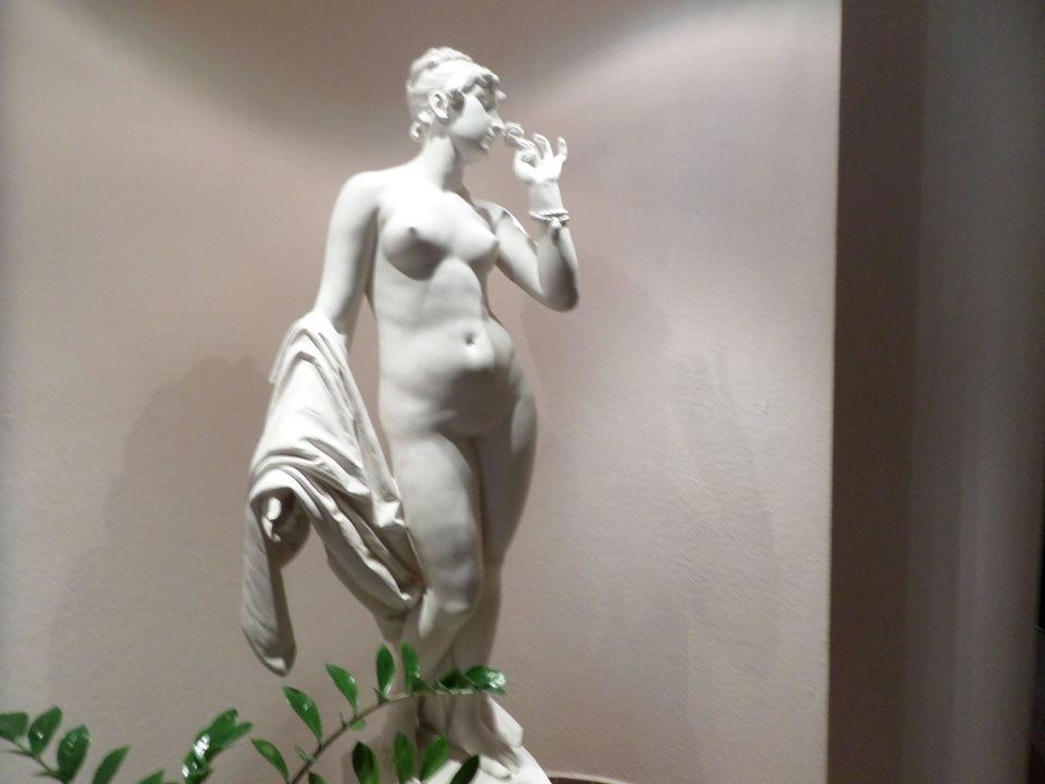 Statue auf dem Weg ins Zimmer Hotel Panhans