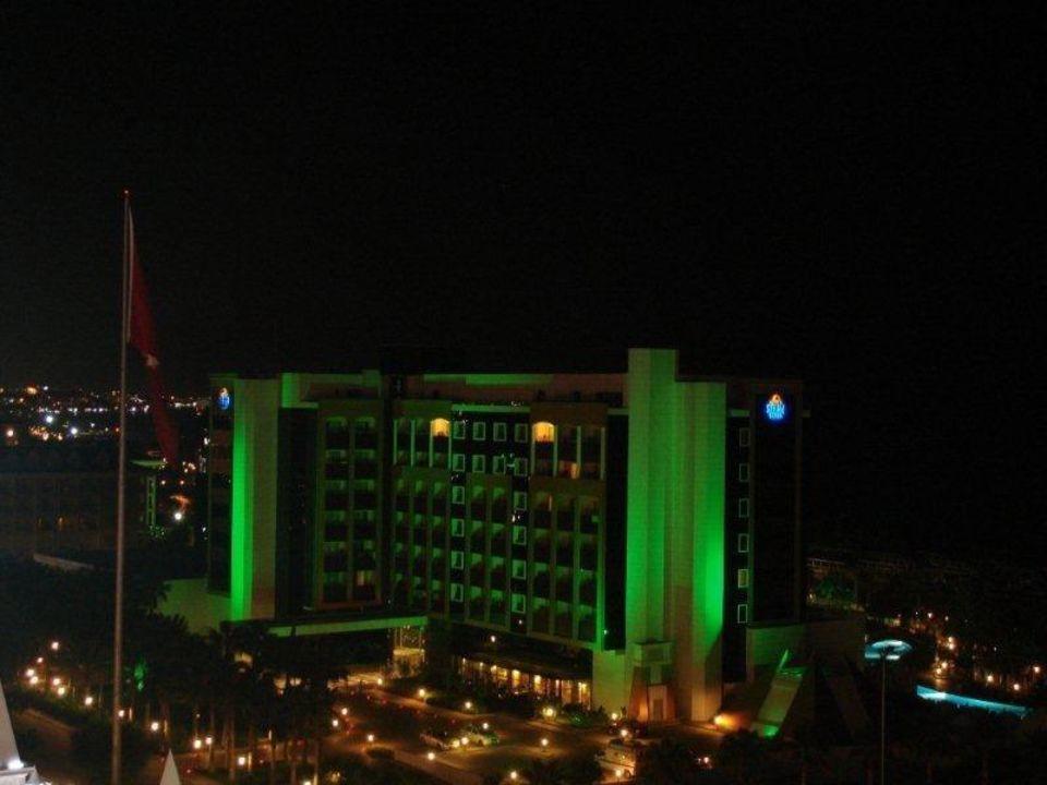Sicht auf das Hotel Selin bei Nacht Kamelya Collection Hotel Fulya