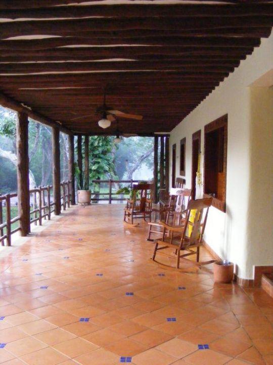 Blick auf den Zimmertrakt Hotel The Lodge at Uxmal