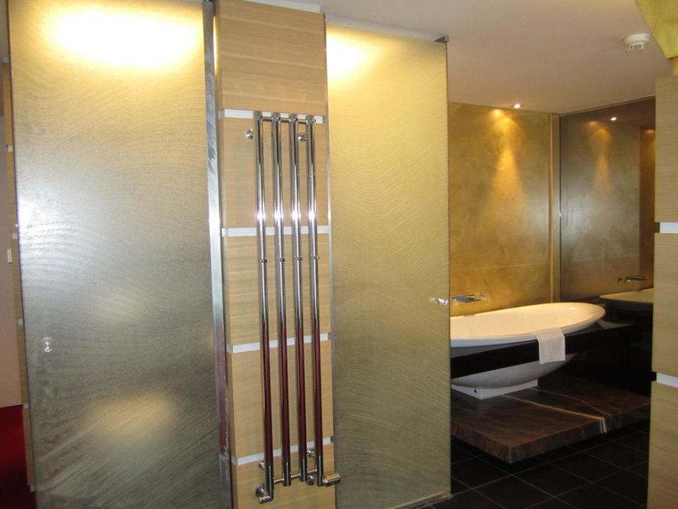 Großes Badezimmer in der Jasmin Junior Suite\