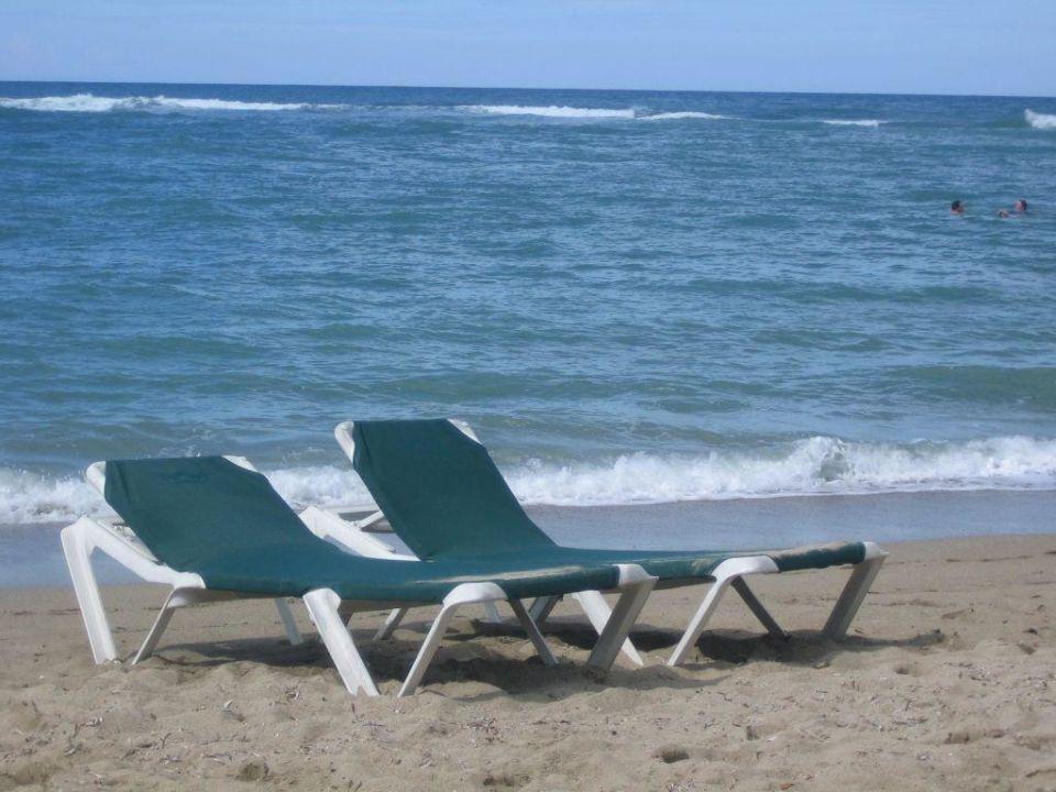 Liegen am Strand Playa Bachata Resort