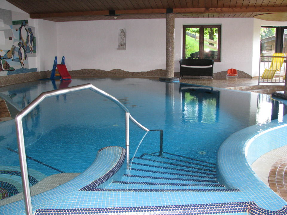Das schwimmbecken hotel babymio in kirchdorf for Schwimmbecken rund 4 m