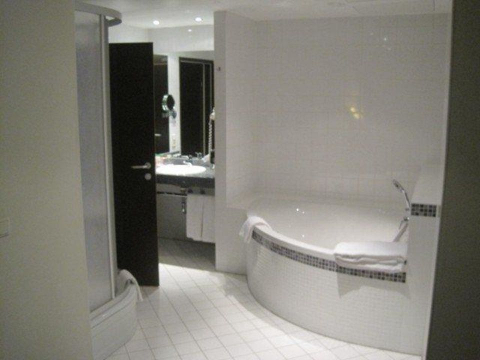 Badezimmer Mit Eckbadewanne NH Wien City