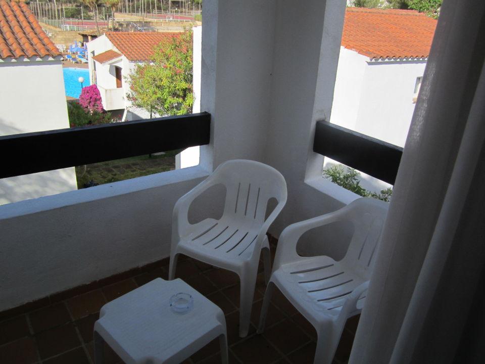 Balkon mit Mini-Sicht auf den Pool  FERGUS Club Europa