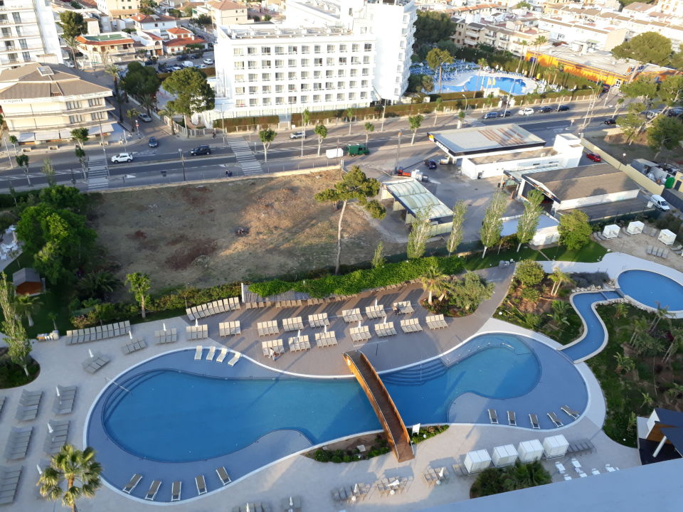 Pool tonga tower design hotel suites can picafort for Kapfer pool design mallorca