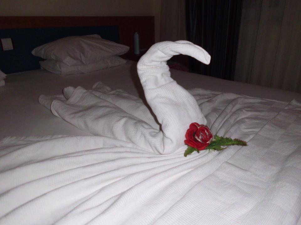 Bild bett deko zu kleopatra beste hotel in alanya for Bett deko