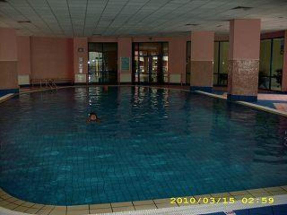 Die Schwimmhalle im Hotel Hotel Grifid Arabella