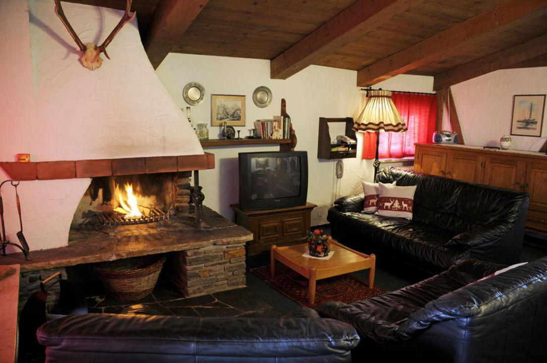 Lux Wohnung 2 Wohnzimmer Mit Offenem Kamin Landhaus Waidmannsheil Seefeld In Tirol Holidaycheck Tirol Osterreich