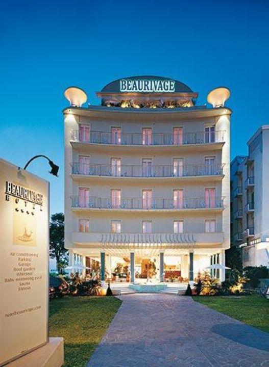 Esterna di sera Hotel Beaurivage