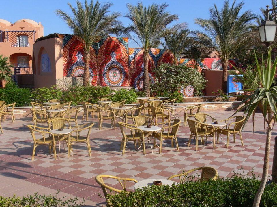 Terrasse vor Lobby Jaz Makadi Oasis Club & Resort