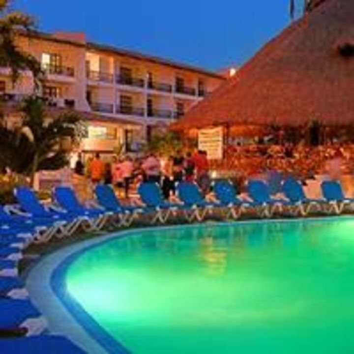 Pool bei Nacht Hotel Playa de Oro