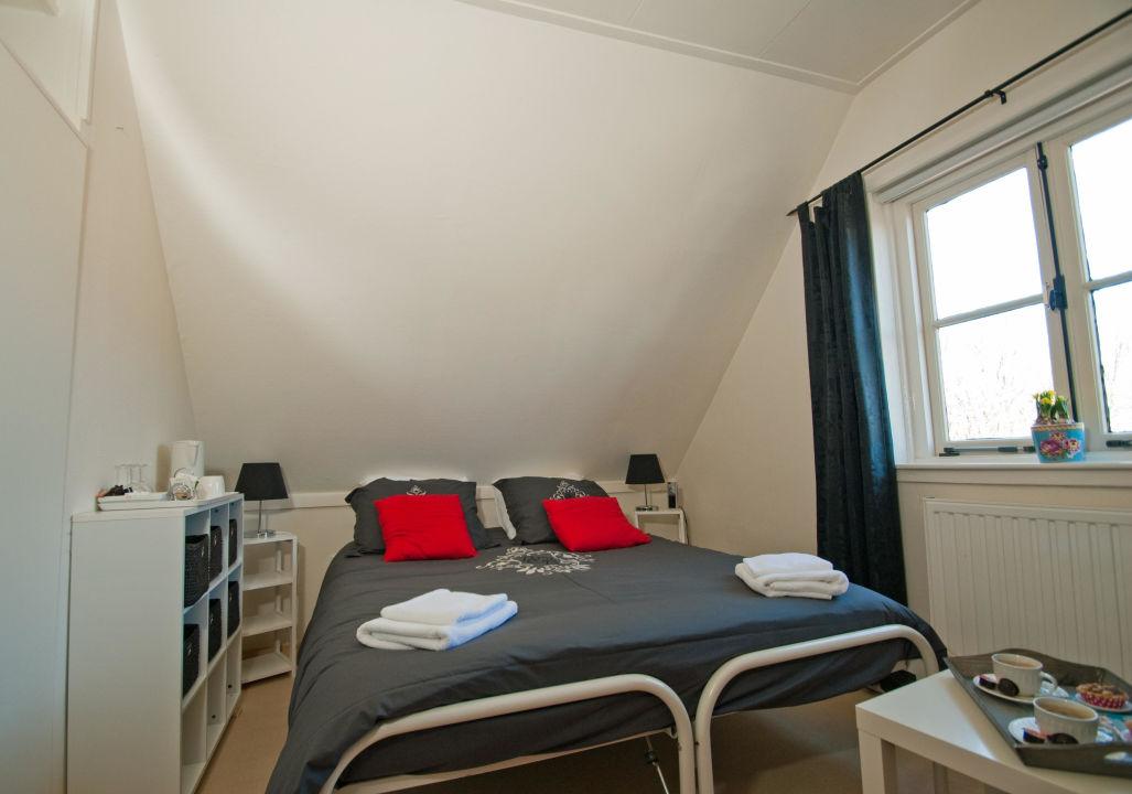 Zimmer 5 Schones Zimmer Unter Dem Dach B B De Zandtaart Egmond