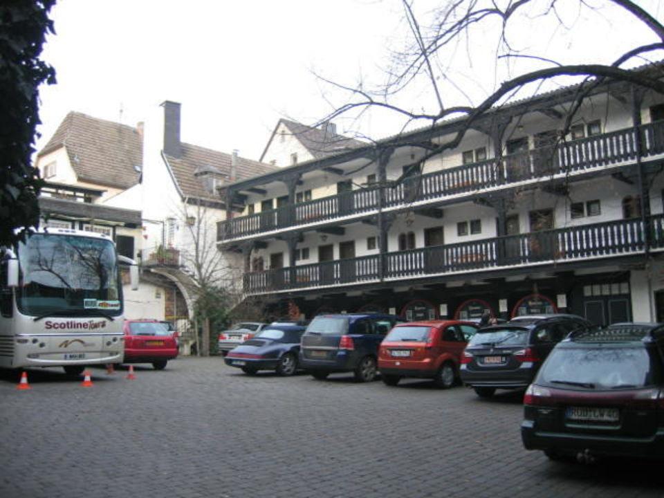 parkplatz innenhof hotel hotel lindenwirt r desheim am rhein holidaycheck hessen. Black Bedroom Furniture Sets. Home Design Ideas