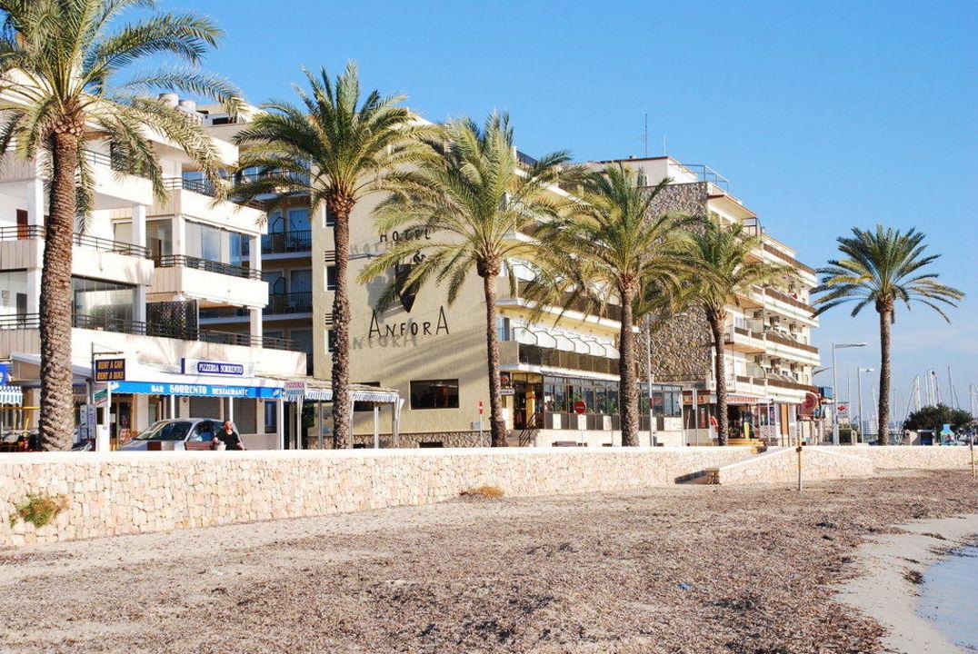 Hotelansicht vom kleinen Strand BQ Aguamarina Boutique Hotel