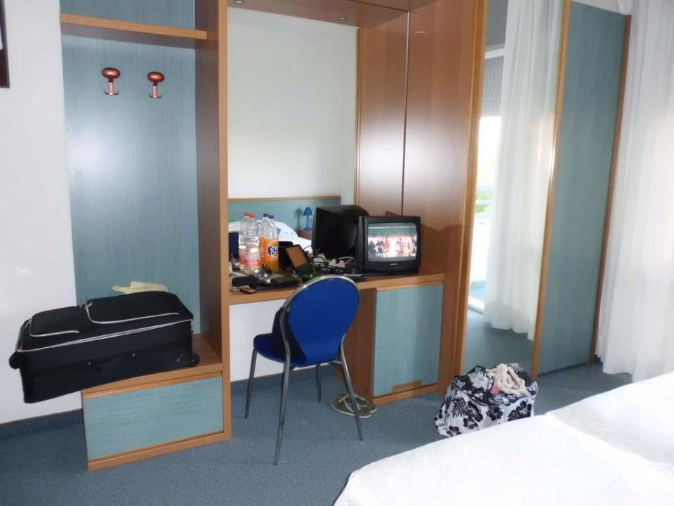 bild das kleine zimmer neu renoviert zu hotel regina in. Black Bedroom Furniture Sets. Home Design Ideas