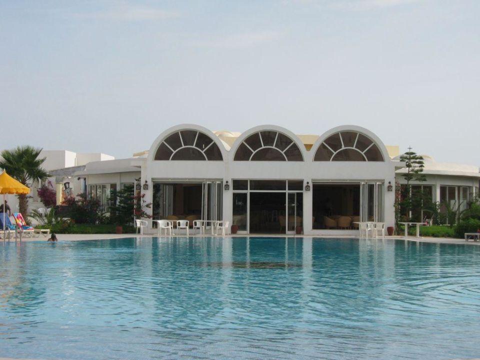 Isis & Spa Blick auf die Poolbar Hotel Isis & Spa