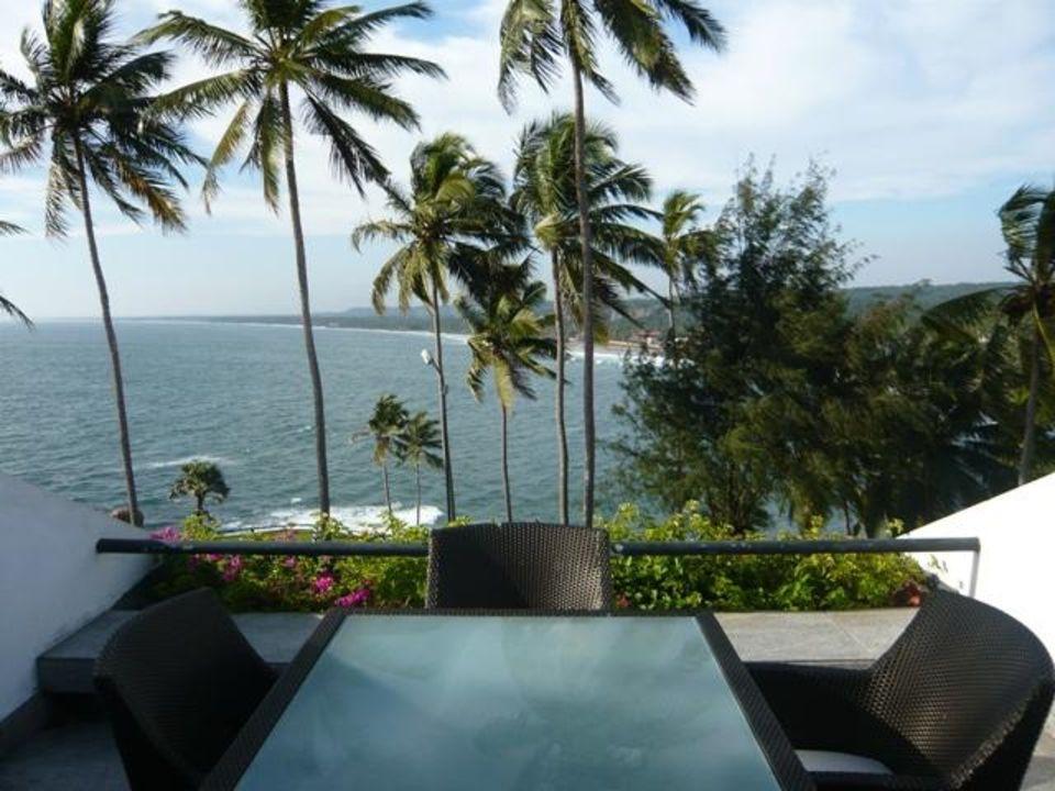 Taras i widok z niego Hotel The Leela Kovalam Beach