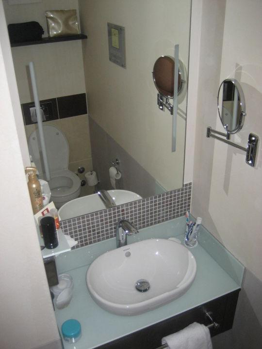 Kleiner Toilettentisch Leonardo Royal Hotel Munich